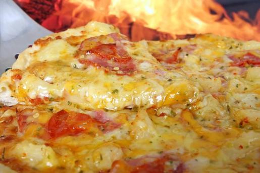 La opinión del mandatario islandés suscitó la respuesta del chef acreditado como creador de la receta de la pizza hawaiana.