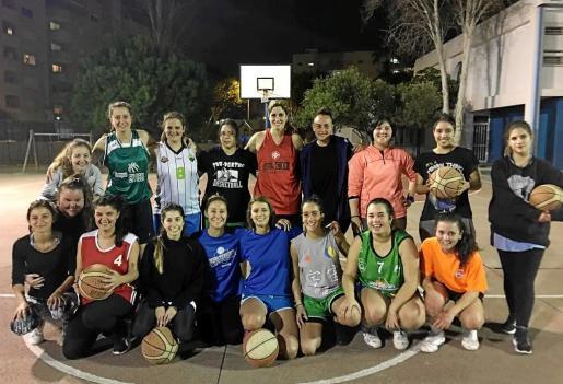 Por ahora son una treintena las jugadoras implicadas en el proyecto de la liga femenina senior privada, pero esperan que se les sumen muchas más dentro de muy poco.