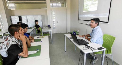 Una de las clases del centro de Can Marines. Foto: DANIEL ESPINOSA