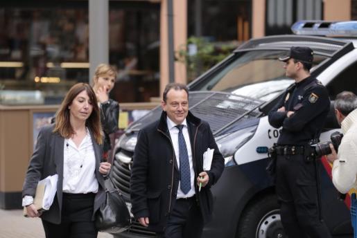 El fiscal Horrach, camino a la Audiencia de Palma para asistir a la vista de medidas cautelares.