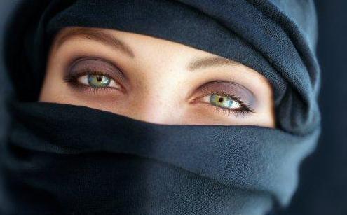 En la imagen, mujer con 'niqab'.