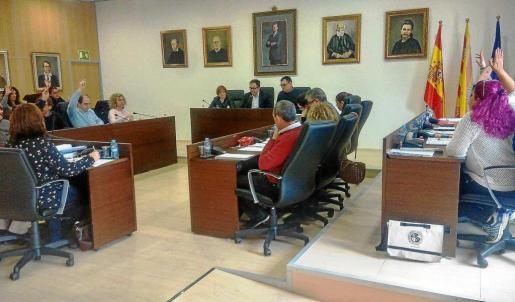 Los concejales del PP y de Guanyem se abstienen sobre la moratoria de 'beach clubs' y hoteles musicales. Foto: R. J. P.