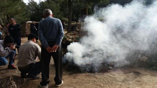Momento de la encendida de la 'sitja'. Foto: M.G.