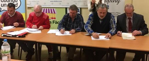 La firma del nuevo convenio colectivo laboral para el comercio de Balears se ha firmado este viernes y entrará en vigor de inmediato.