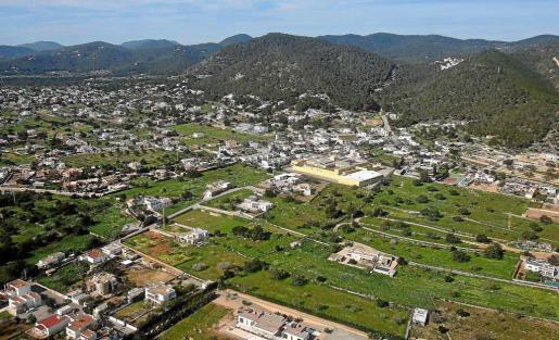Vista aérea de la zona sur del municipio de Sant Josep, donde se concentran multitud de casas diseminadas. Foto: TONI ESCOBAR
