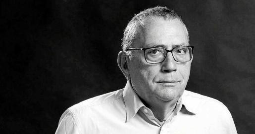 Imagen de archivo del escritor Josep Bertomeu, nacido en Denia en 1950 y fallecido en la misma ciudad en 2016.
