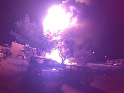 Momento del incendio en el taller mecánico de Ibiza. Foto: Periódico de Ibiza y Formentera.