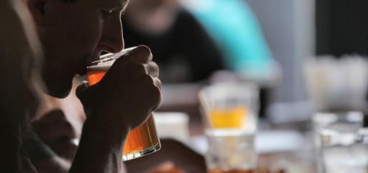 Según las primeras investigaciones, los fallecidos competían para ver quién era capaz de beber más.