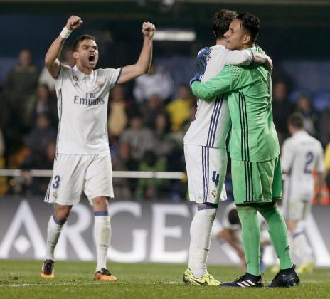 Los jugadores del Real Madrid celebran la victoria frente al Villarreal.