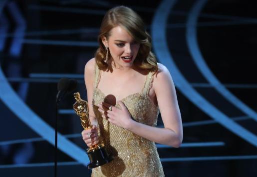 Emma Stone ha recogido la noche de este domingo el Oscar a mejor actriz por su interpretación el 'La La Land'.