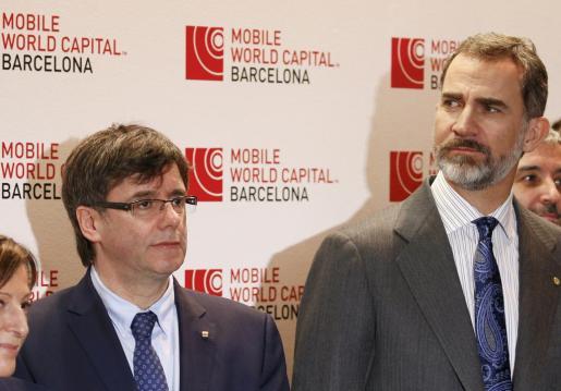 En la imagen, el Rey Felipe VI y el presidente de la Generalitat, Crales Puigdemont.