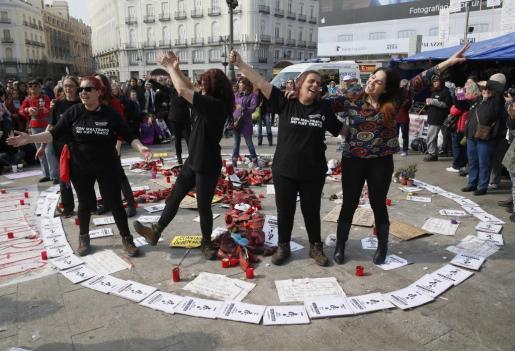Desde hace casi tres semanas un grupo de mujeres están en huelga de hambre acampando en la Puerta del Sol, para protestar contra la violencia de género.