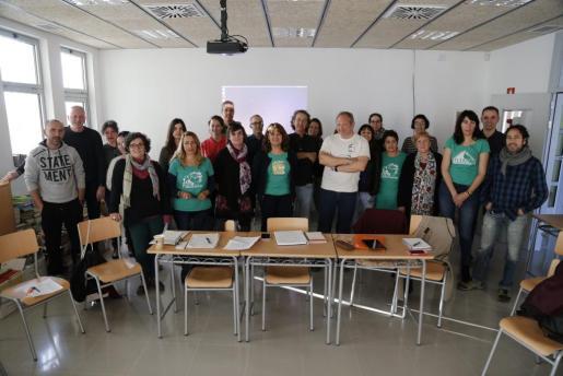 Miembros de la Assemblea de Docents, momentos antes de iniciarse la reunión en el instituto Sant Marçal.
