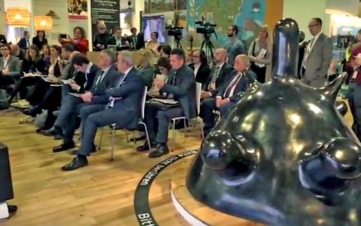 La escultura 'Maternité', de Miró, este jueves, en la ITB de Berlín, como estrategia de promoción turística cultural.