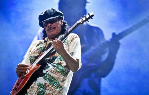 El guitarrista mexicano Carlos Santana se ha sumado a la moda de las bodas sorpresa.