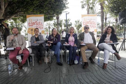 Antonio Viñarás (jefe de protocolo), Miquel Vericad, Viviana de Sans, Marta Díaz, Gonzalo Juan y Pepa Marí. Foto: DANIEL ESPINOSA