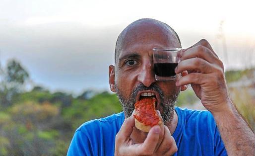 Una divertida imagen del actor manacorí Toni Gomila que actúa mañana en el Teatro España de Santa Eulària. Foto: DAMIÀ COLL