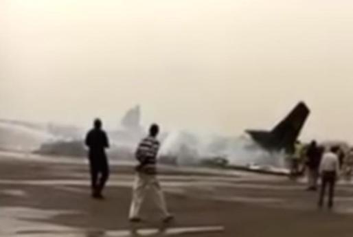 Restos del avión siniestrado en el aeropuerto de Wau, al norte de Sudán del Sur.