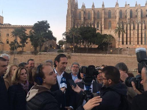 El candidato a presidir el PP tras el próximo congreso regional de la formación conservadora ha prometido este lunes acabar con el impuesto turístico así como centrar en las modalidades de las islas el estudio en catalán.