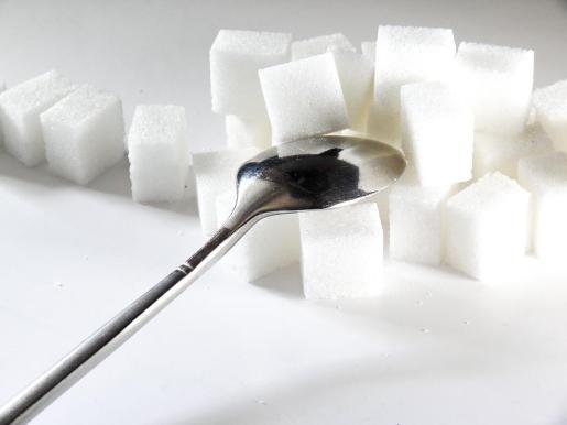 El actual etiquetado no diferencia entre azúcares añadidos y naturales.