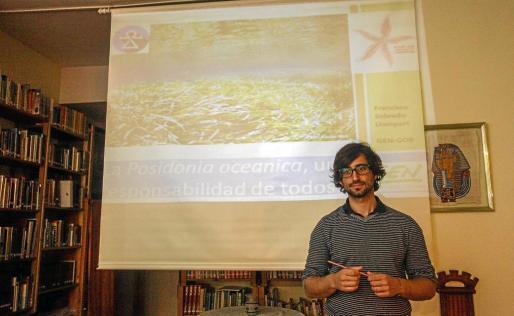El biólogo marino Francisco Sobrado, ayer, antes de impartir su charla en Ibiza.