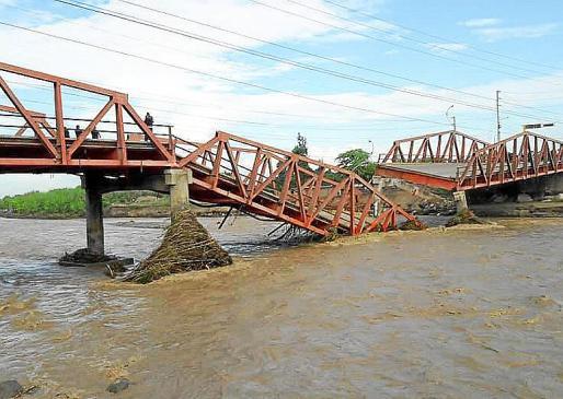 Las inundaciones han destrozado las infraestructuras en la costa norte de Perú.