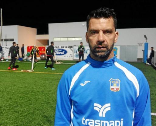 Tito García Sanjuán posa durante el entrenamiento del Formentera.