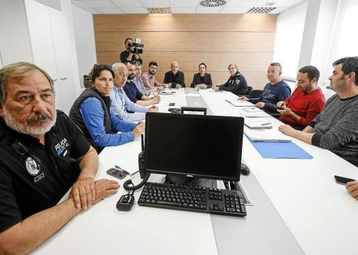 La Mesa Sectorial se reunió ayer entre Vila y sindicatos para tratar las condiciones de la Policía Local.