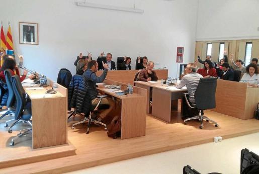 Todos los grupos con representación en el pleno de Formentera aprobaron por unanimidad pedir una rebaja en la factura del agua.
