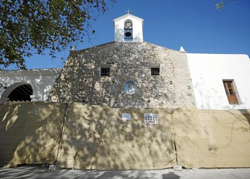 Éste es el estado que presenta la fachada de la iglesia de Jesús sin el enlucido típico.