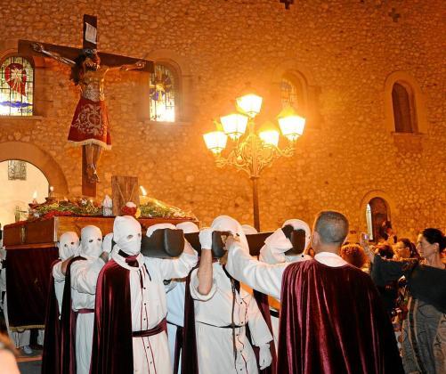 Un momento de la procesión celebrada ayer por las calles de Eivissa.