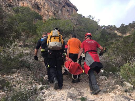 Imagen de archivo de un rescate de la Policía Local de Sant Josep, Guardia Civil, y Protección Civil de Sant Josep a una mujer que se cayó por la zona de Sa Pedrera de cala d'Hort.