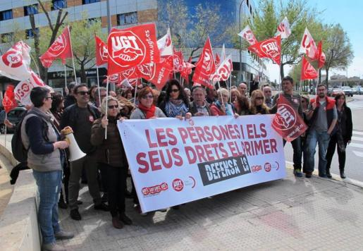 UGT convoca un día de huelga al mes de limpiadoras en varios centros hospitalarios, centros de salud y los aeropuertos de Ibiza y Menorca por retraso en el pago de las nóminas.