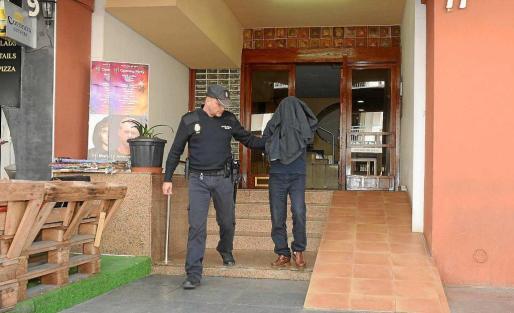 El autor confeso fue trasladado desde Madrid para la realización de la prueba judicial en el escenario del crimen.