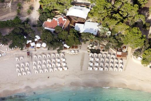 Vista aérea de la zona del restaurante de la playa de Cala Bassa