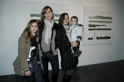 Aina Rosselló, Lidia Pérez, María Rosselló y el pequeño Marc Rosselló.