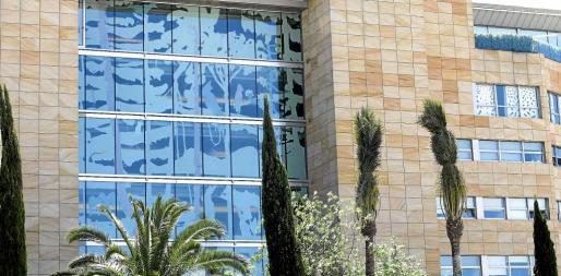 Una fotografía del mural de Nicholas Woods que luce la fachada del Ibiza Gran Hotel.