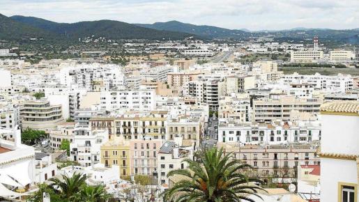 Imagen de archivo de pisos en el centro de Vila, donde un propietario gana 10.000 euros al año.
