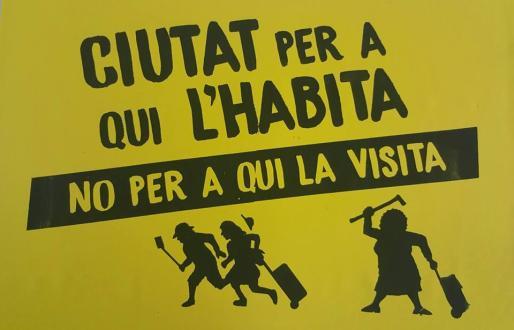 Algunos vecinos de Canamunt han emprendido una campaña en contra de la actividad del alquiler turistico.