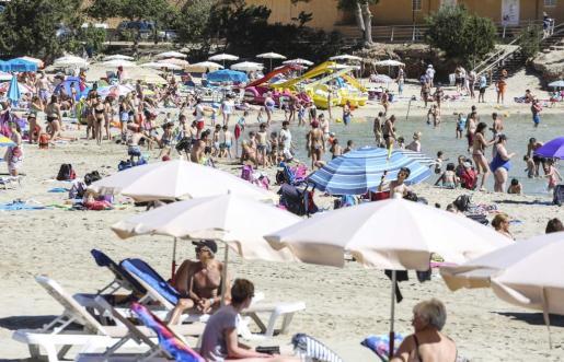 Imagen de archivo de la playa de cala Llonga, que ha conseguido una bandera azul este año.