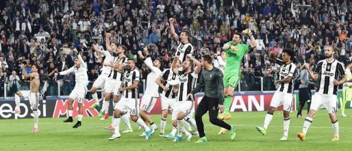 Los jugadores de Juventus celebrando su victoria.