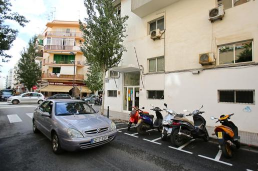 IBIZA - Los vecinos y comerciantes del antiguo retén de la Policía Local de Vila donde el Ayuntamiento de Ibiza pretende instalar el futuro albergue municipal piden que se celebre una consulta popular