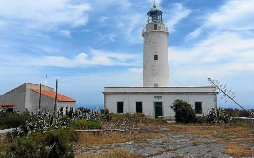 Imagen del faro de la Mola, que será un museo etnográfico marítimo y un centro de interpretación el año que viene.