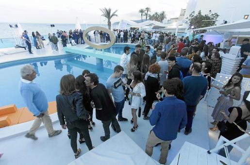 La apertura del Santos Ibiza fue todo un éxito de público con la presencia de multitud de ibicencos.