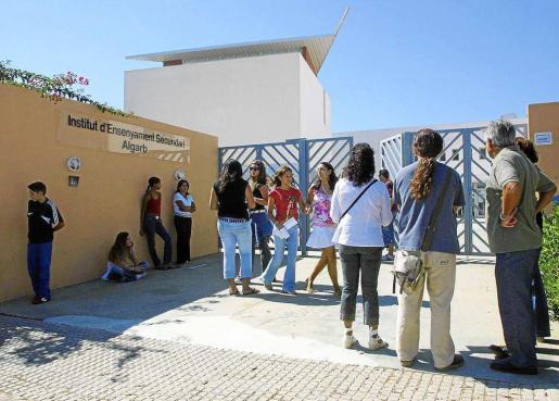 El instituto Algarb cuenta con alumnos con discapacidades auditivas.