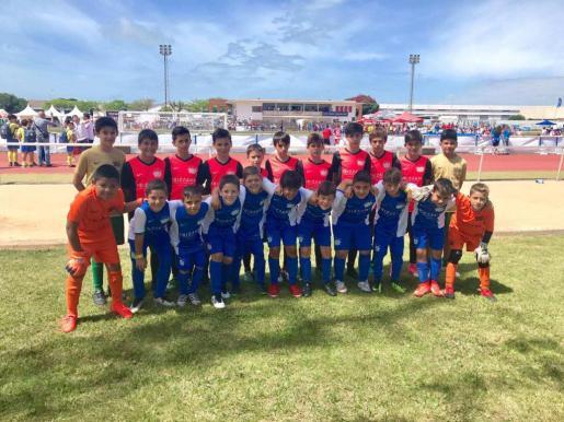 Imagen de los equipos ibicencos de las categorías alevín y benjamín desplazados a Huelva.