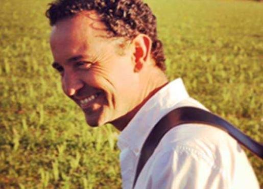 RAFÁ FERRA Cantautor, ex miembro de bandas como Fora de sembrat. Ganador de multitud de premios.