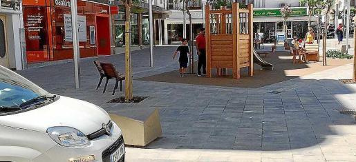 Imagen de la nueva plaza del Cañón con el espacio de juegos.