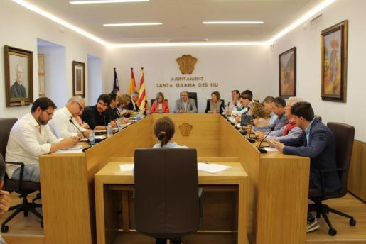 Un instante del pleno municipal celebrado ayer en el Ayuntamiento de Santa Eulària des Riu.