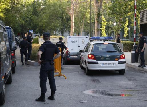 Furgón de la Guardia Civil que ha trasladado al expresidente del FC Barcelona, a su llegada a la Audiencia Nacional.